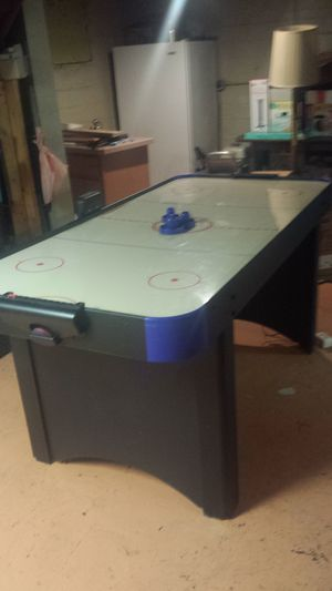 Air hockey table for Sale in Brooklyn, OH