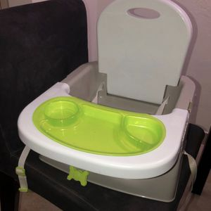 Baby eating chair for Sale in Hallandale Beach, FL