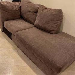 Brown Couch. No Rips Or Dents. for Sale in Anaheim,  CA