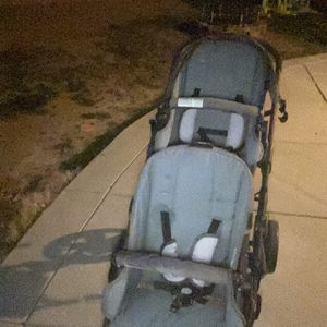 Free Double Seat Stroller for Sale in Adelanto, CA