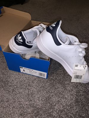 Adidas Stan Smith - Women's Size 6 for Sale in Snohomish, WA