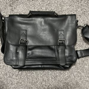 Black messenger/crossbody bag for Sale in Warren, MI