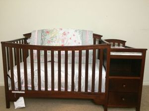 Convertable Delta baby crib with changing table and Mattress for Sale in Herndon, VA