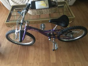 Bike capri size 20x1.95 like new for Sale in Bloomingdale, IL