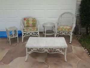 5pc Outdoor furniture set with cushions rocking chair coffee table end tables and chair for Sale in Pompano Beach, FL