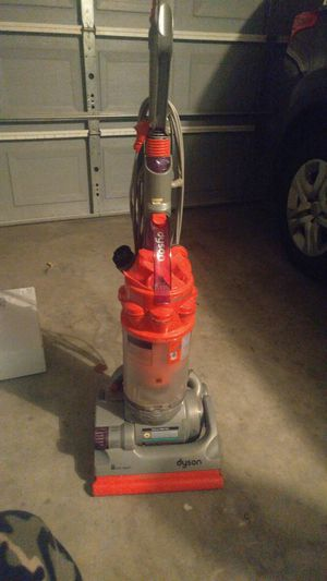 Dyson vacuun for Sale in Madera, CA