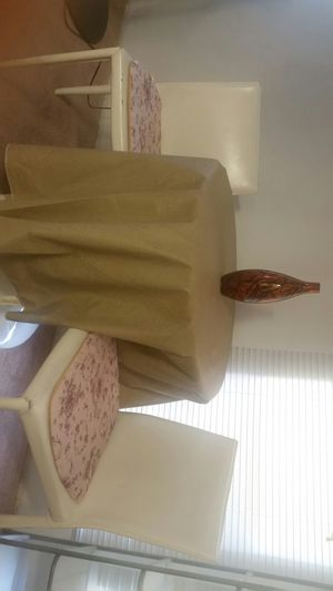 Round white dinning table with chairs for Sale in Las Vegas, NV