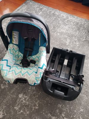 Infant car seat and base for Sale in Las Vegas, NV