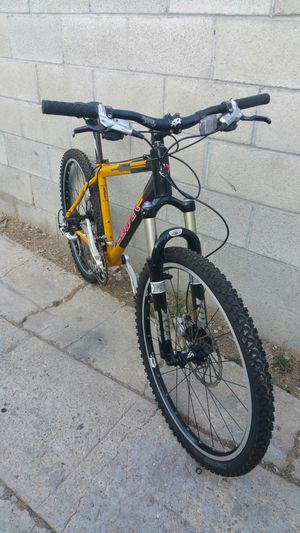 Leader mountain bike hydraulic brakes size medium rims 26 for Sale in Los Angeles, CA