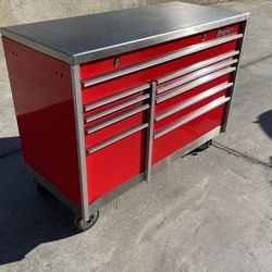 Vintage SNAP ON Tool Box With A Stainless Steel Top for Sale in Claremont,  CA