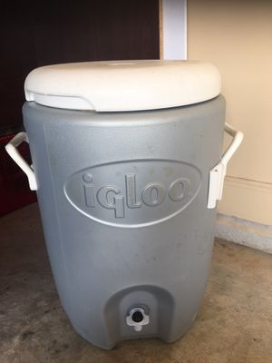 5 Gallons Igloo Cooler for Sale in Richmond, TX
