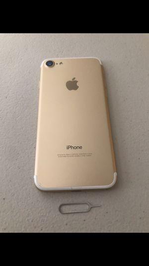 IPhone 7 regular de 128gb for Sale in Visalia, CA