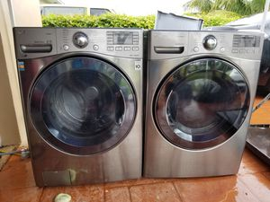 LG PLATINUM STEAM GAS DRYER AND STEAM TURBO WASHER SUPERCAPACITY WITH SMART DIAGNOSTIC for Sale in Medley, FL