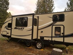2018 Keystone Bullet Ultralite (247BHWSE) never used, still has new smell for Sale in La Pine, OR