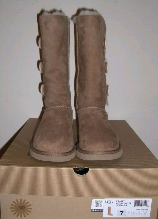 5a16a58c250 UGG Bailey Button Triplet 1873 Chestnut US 7 for Sale in Moreno Valley, CA  - OfferUp