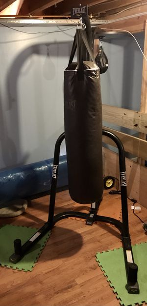 100lb PUNCHING Bag and Stand w/ Speed Bag for Sale in Manchester, CT