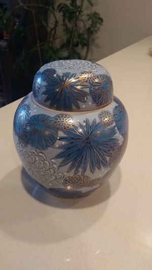Old Chinese porcelain container for Sale in Snohomish, WA