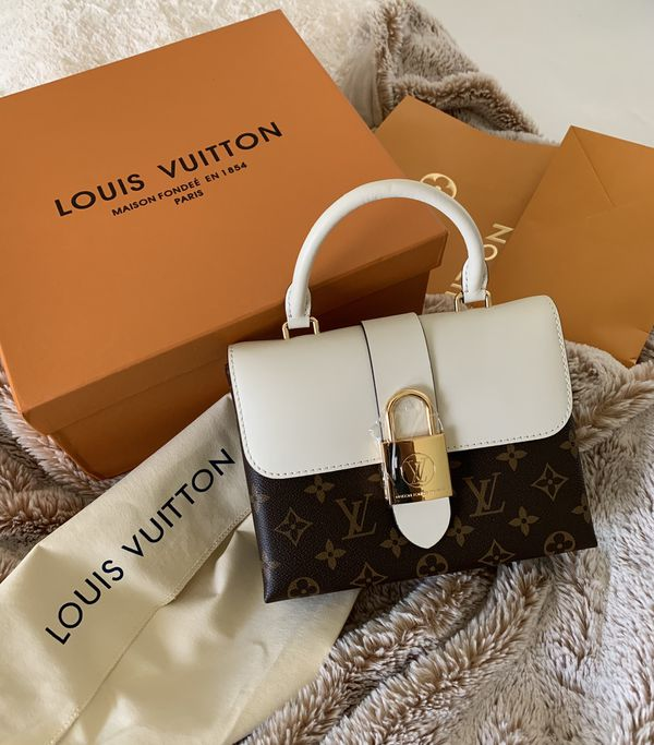 Louis Vuitton Bag!🖤 2019 - Locky BB Does come with shoulder strap still in package! Super cute! 👜