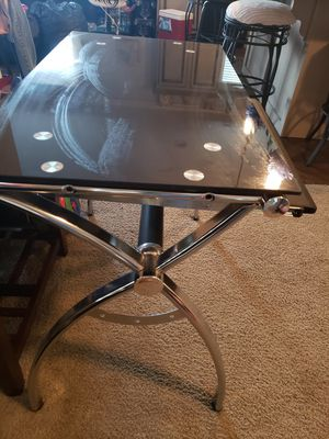 Mesa para computadora de video negro for Sale in Lake Worth, FL
