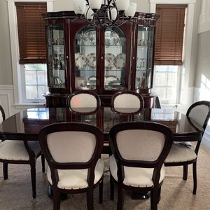 Beautiful Dining Set for Sale in Orting, WA