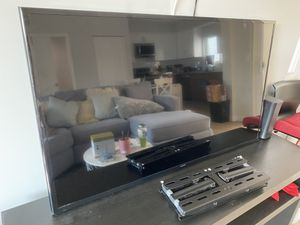 Samsung Smart TV 50 inch with wall mount for Sale in Los Angeles, CA