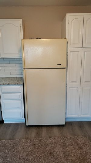Reliable Frigidaire Refrigerator 15 cubic for Sale in Round Lake, IL
