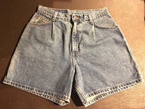 levis vintage high waisted jean shorts 8 for Sale in San Jose, CA