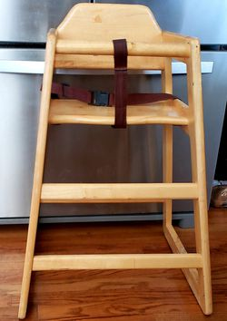 "Thunder Group high chair safety straps seat 20"" h back 30"" h for Sale in Arvada,  CO"