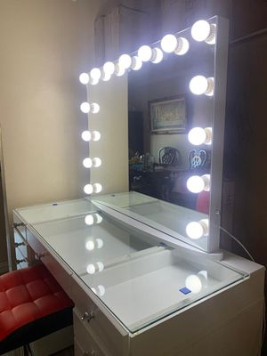 Hollywood vanity mirror for Sale in Whittier, CA
