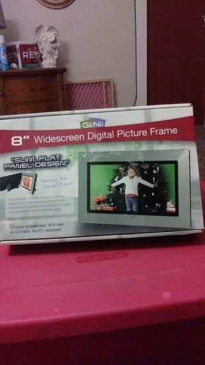"GiiNii 8"" widescreen digital picture frame for Sale in Menomonie, WI"