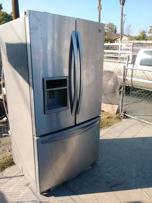 LG Refrigerator for Sale in Bakersfield, CA