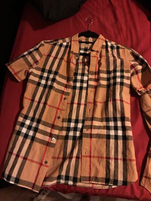 Men's burberry for Sale in Cleveland, OH