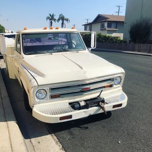 Bumper and Winch c10 c30 for Sale in Monterey Park, CA