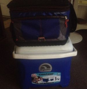 2 coolers 1 is igloo for Sale in Newburgh, IN