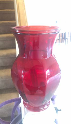 Pretty Red Glass flower 🌺 vase 🏺 for Sale in Henderson, NV