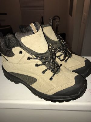 Women Hiking boots size 9 1/2 for Sale in Mount Rainier, MD