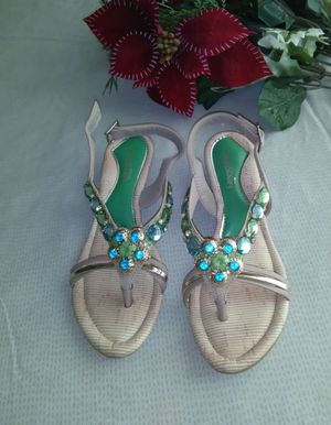 Brand New Beautiful Sandal , girls size 5 ( never worn ) for Sale in Frederick, MD