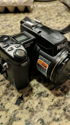 Nikon Coolpix 5700 for Sale in Pittsburg, CA