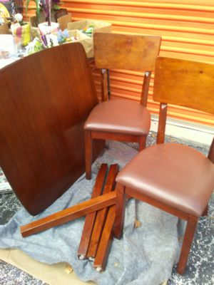 Real WOOD. 2 SEAT KITCHEN. TABLE set Good Condition. 180.00 call 407 3855 9413. Have a nice Day. for Sale in Orlando, FL
