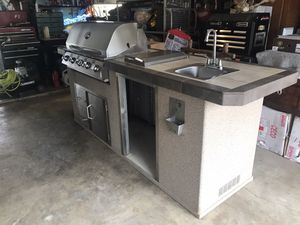 Urban Island Deluxe Outdoor Kitchen for Sale in Fort Worth, TX