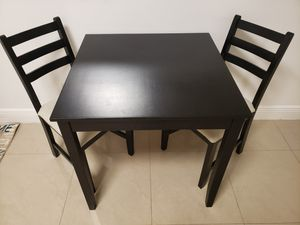 Small table and chairs for Sale in Coconut Creek, FL