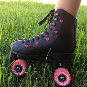 roller skates fits women's 7/7.5 for Sale in Rialto, CA