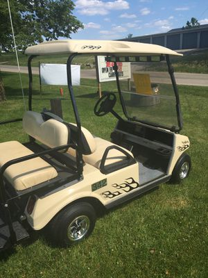 Gas golf cart 2006 club car fold down windshield, rearfoldable seat , full rearview mirror, good tires, runs fine no problems $4500obo for Sale in Varna, IL