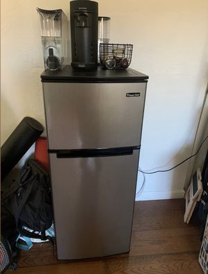 Mini fridge/freezer $90 for Sale in San Jose, CA