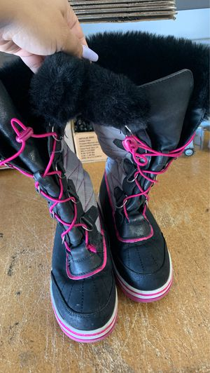 Kids snow boots. Size 2 for Sale in Torrance, CA