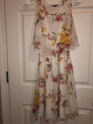 White floral dress size small NEVER WORN for Sale in Murfreesboro, TN