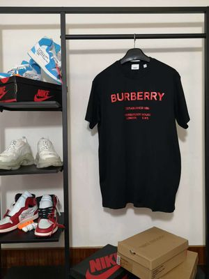 Burberry Horseferry Tee for Sale in Safety Harbor, FL