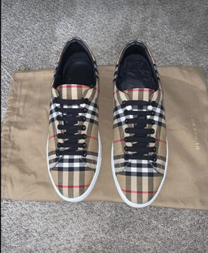 Burberry sneaker for Sale in Fort Worth, TX