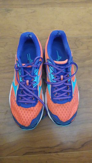 Mizuno womens shoes size 8.5 for Sale in Columbia, MD