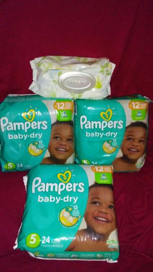 3 packs of pampers sz 5 plus a pack of wipes for Sale in Warren, MI